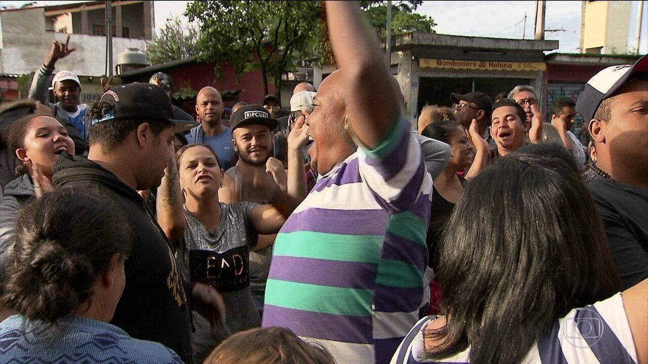 Postos de SP têm dia de tumulto e filas para vacina contra febre amarela