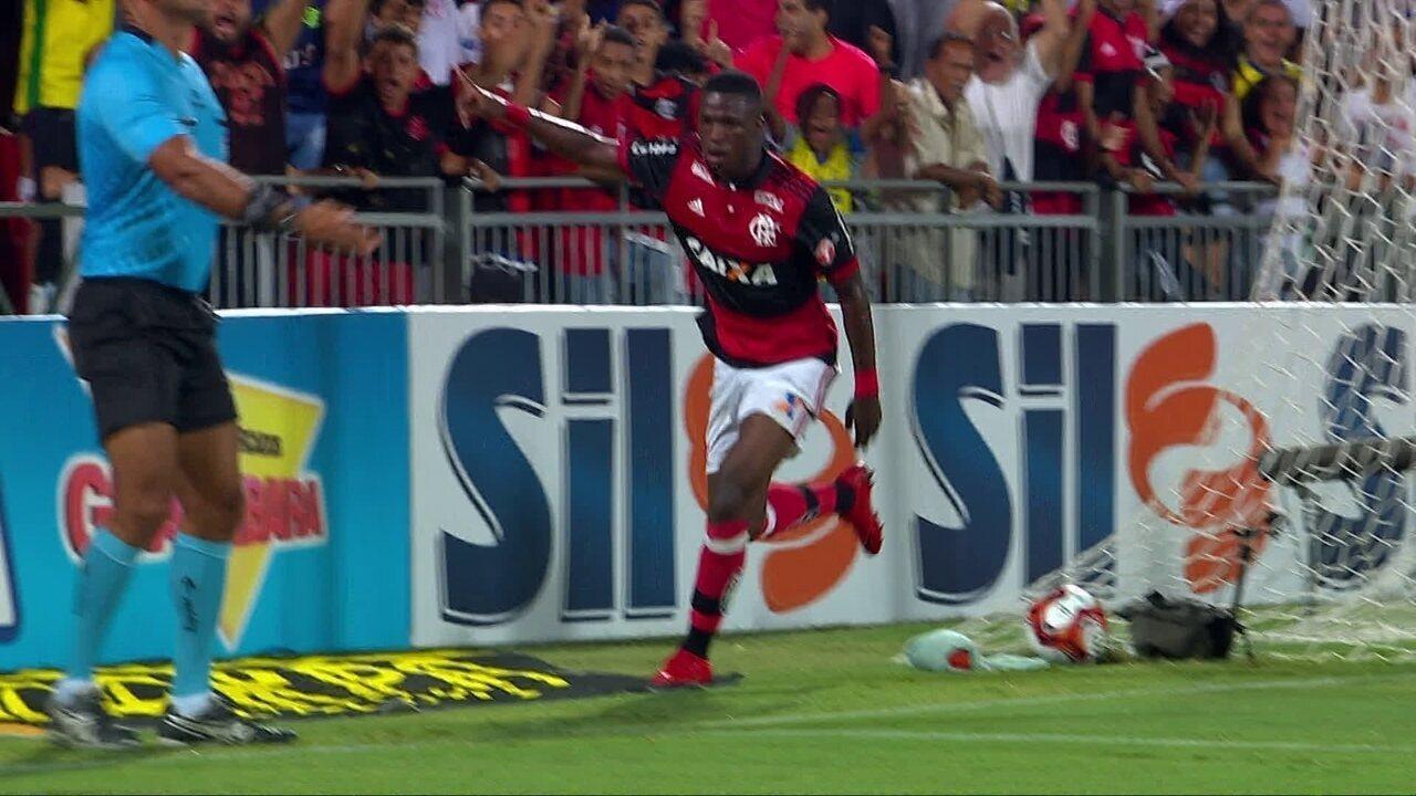 Usando a 10, Vinicius Junior mostra talento e habilidade contra a Cabofriense