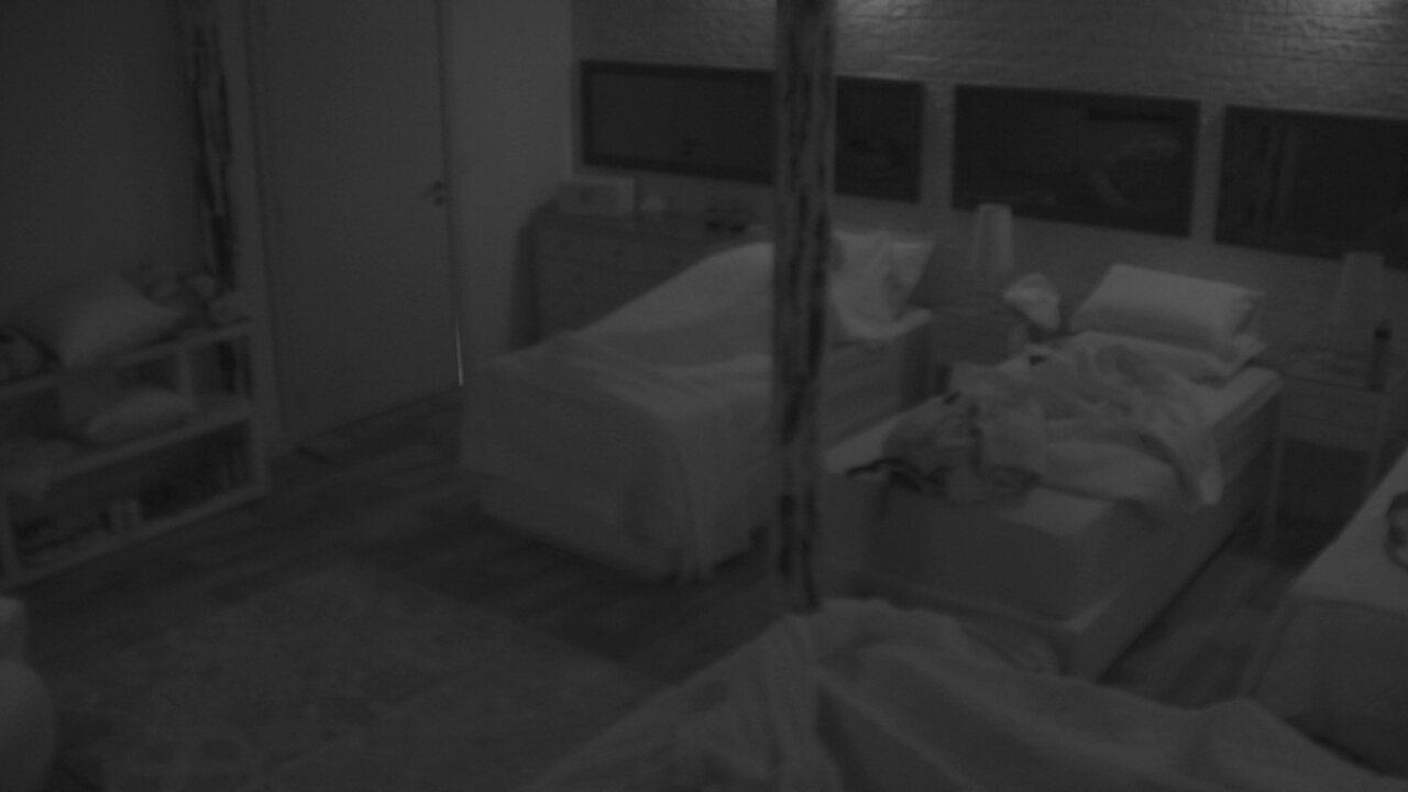 Ayrton apaga a luz e deita no lar da família Lima