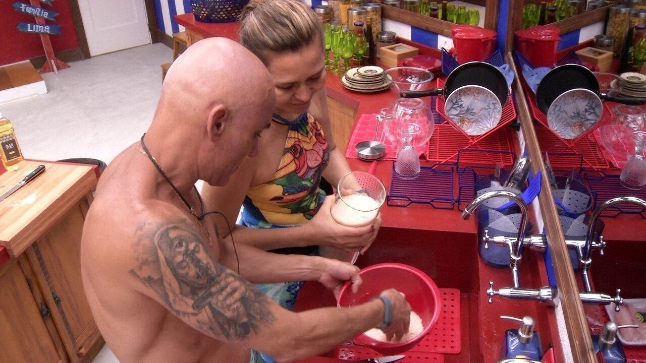 Eva reclama com Ayrton sobre quantidade de arroz: 'É muito, vai sobrar'