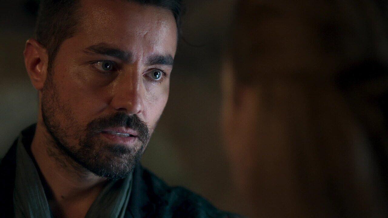 EXTRA: Virgílio fica irritado ao saber que Afonso renunciou ao trono para ficar com Amália
