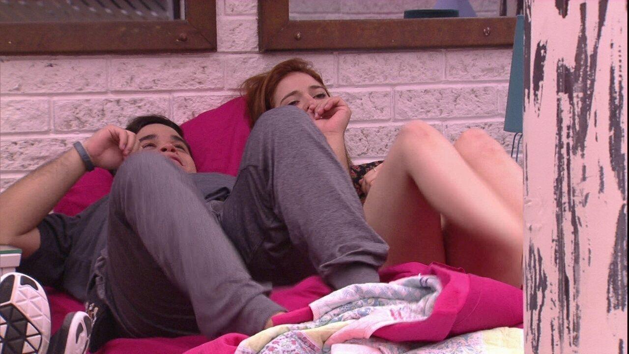 Ana Clara e Jorge dançam sem levantar da cama