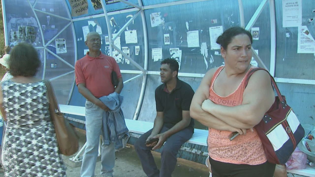 São Carlos amanhece sem ônibus no transporte coletivo