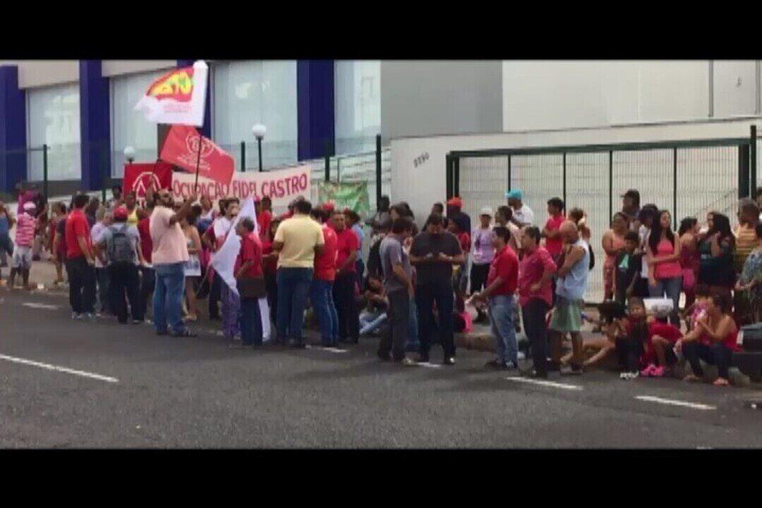 Movimentos sociais manifestam na porta da Justiça Federal de Uberlândia