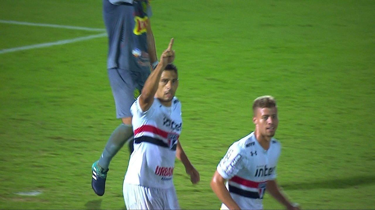 Gol do São Paulo! Diego Souza acerta uma bomba e marca, aos 38' do 2º tempo