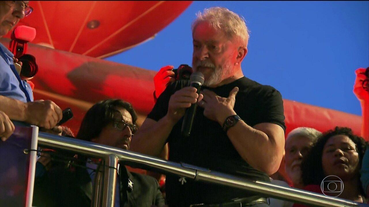 Manifestantes pró e contra Lula se reúnem em vários lugares do país