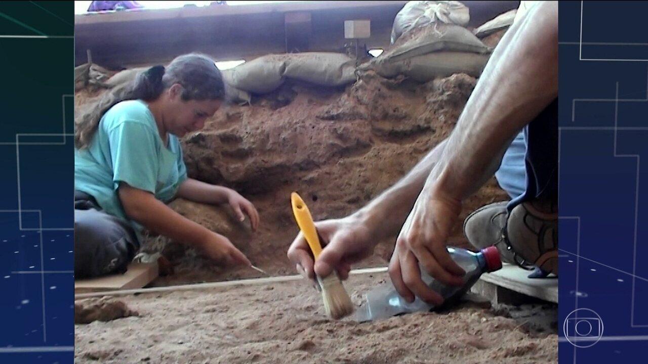 Ancestrais do homem deixaram África antes do que se pensava, indica fóssil