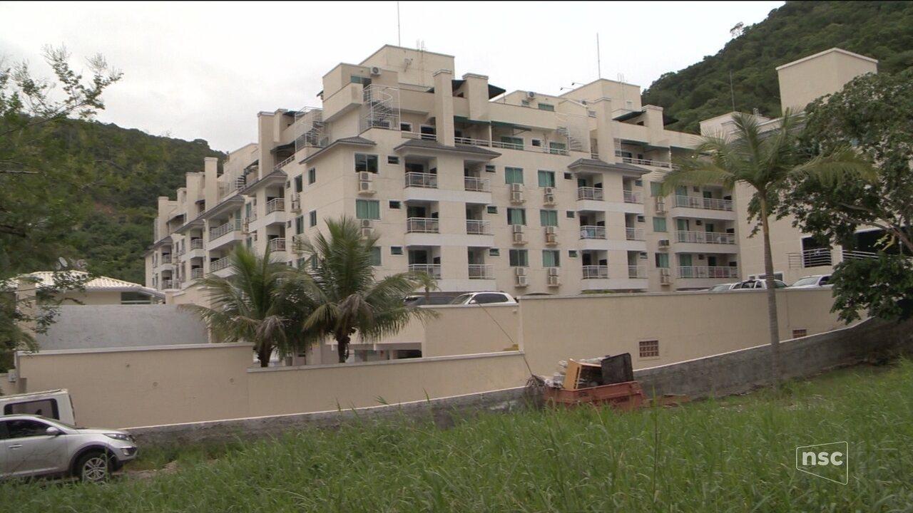 Hotel é interditado em Bombinhas suspeito de jogar esgoto no mar ... b37465269f