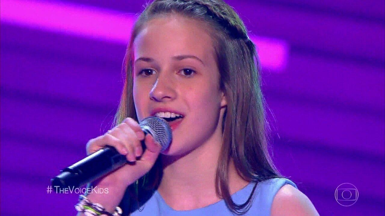 Valentina Roman canta 'Vilarejo',