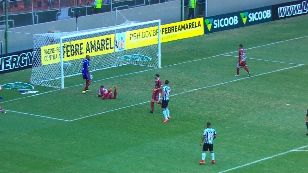 Gol do Galo! Fábio Santos cruza, e o zagueiro Diego Borges desvia contra as próprias redes