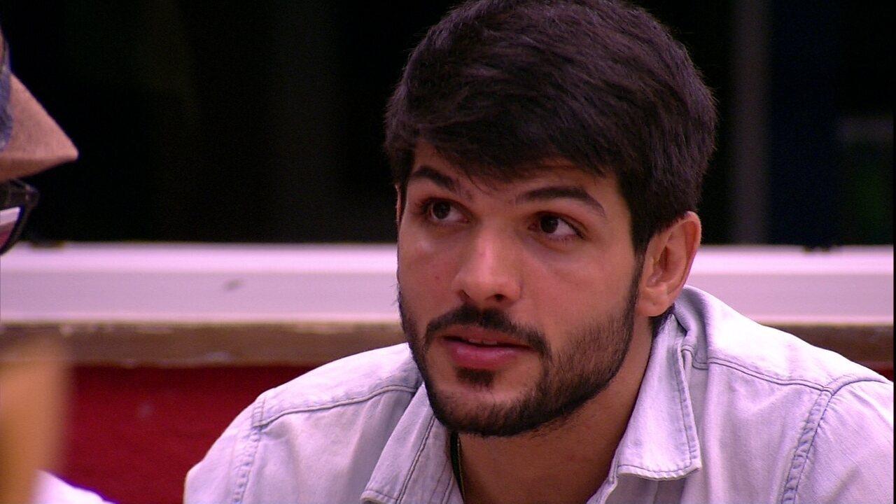 Lucas para Mahmoud:'Eu não quero você brigando aqui'