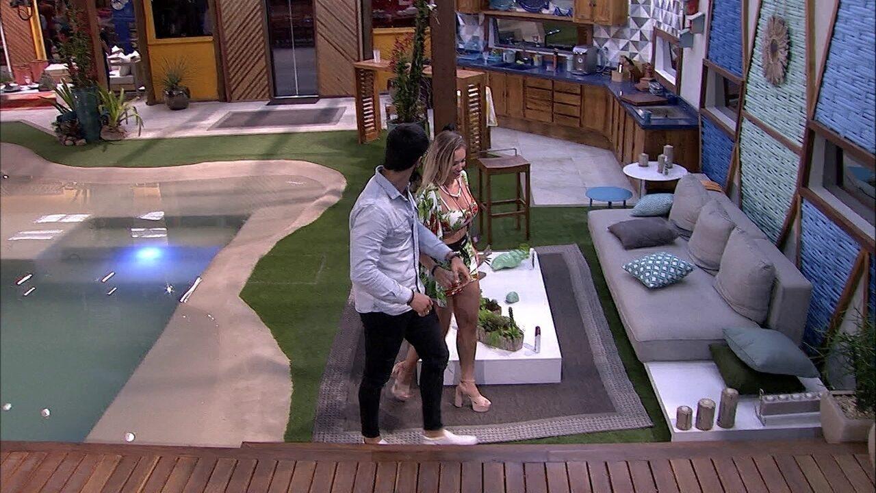 Lucas chama Jéssica para conversar