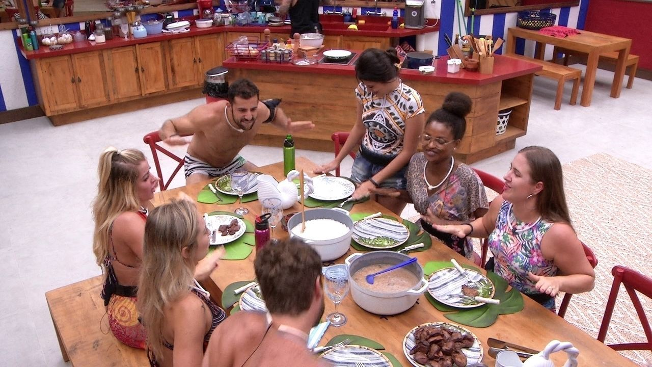 Kaysar elogia Diego durante almoço do Tá com Nada