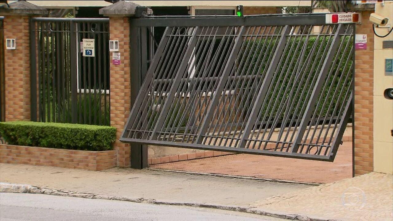 Prefeitura de SP proíbe que portões de prédios invadam calçada에 대한 이미지 검색결과