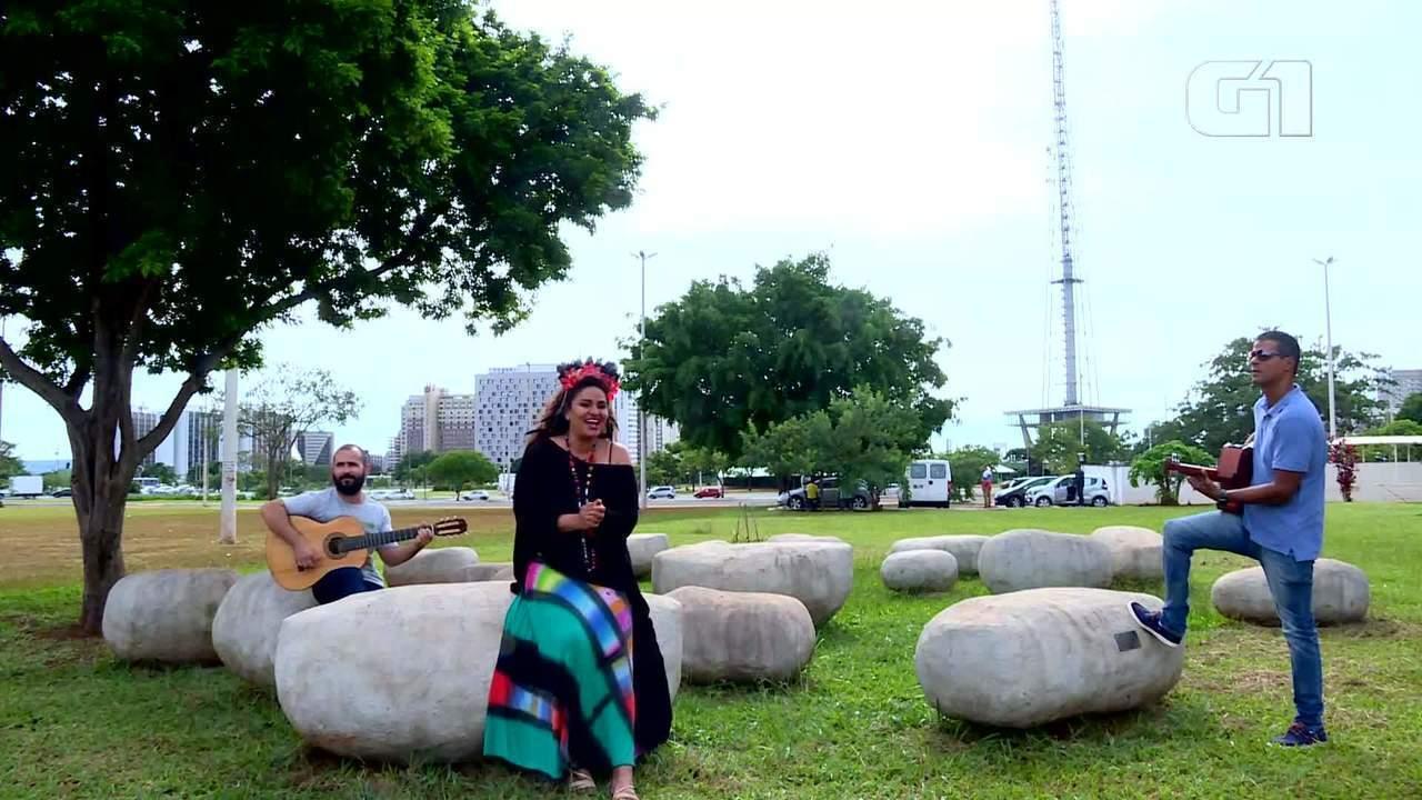 G1 Cultural entrevista representantes dos blocos de carnaval Galo Cego e Bora Coisar