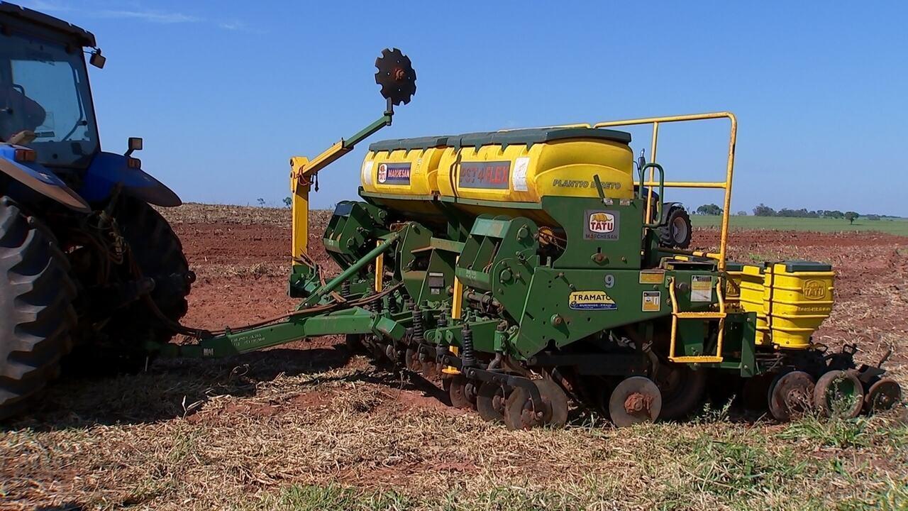 Trabalhar com máquinas agrícolas exige atenção