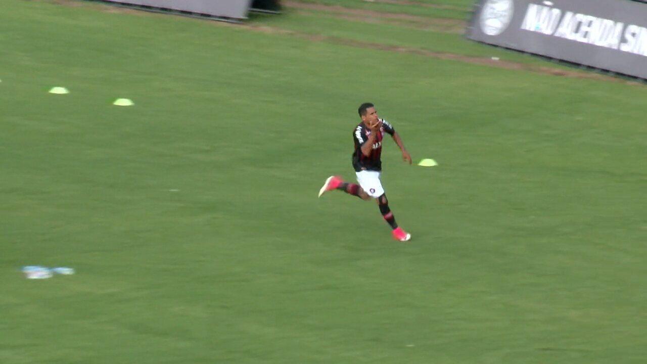 Coritiba x Atlético-PR: GOL! João Pedro cruza, e Ederson marca aos 10 do 2° tempo