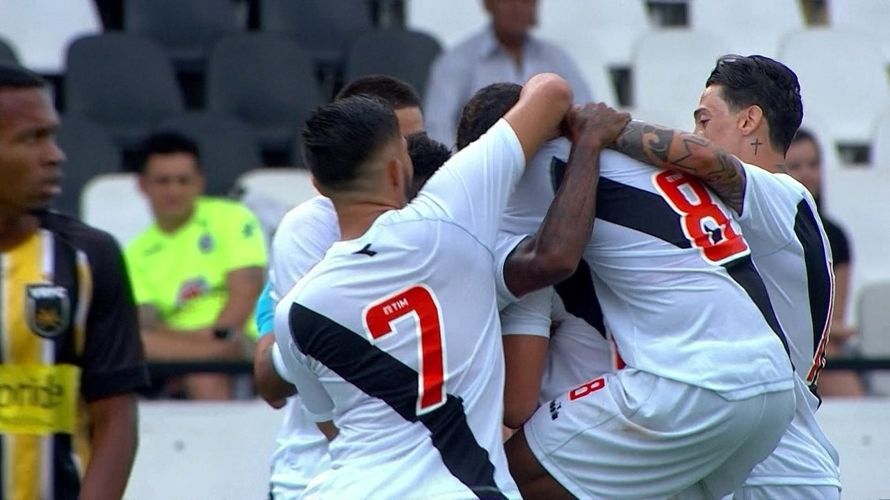 Gol do Vasco! Bruno Cosendey chuta de longe e marca, aos 27' do 2º tempo