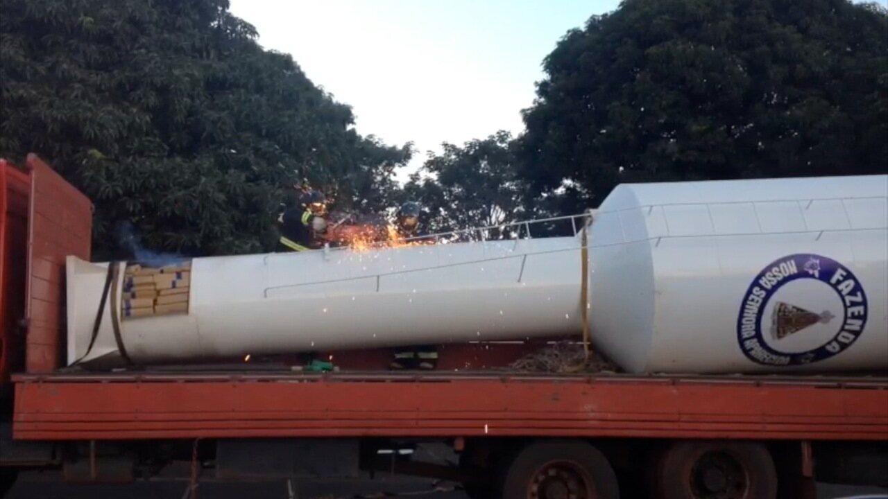 Motorista de caminhão é preso ao transportar droga dentro de caixa-d'água em MS