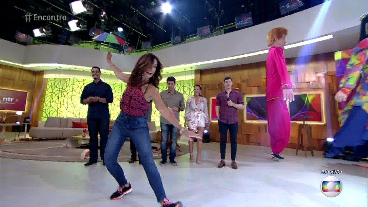 Fátima dança frevo ao som do Frevália