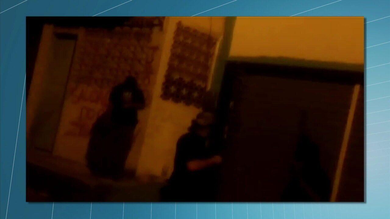 Bandidos ostentam armamento em Angra dos Reis