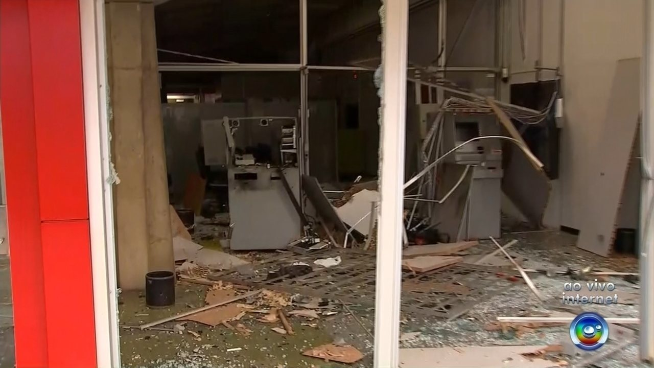 Quadrilha explode bancos em Dois Córregos e leva mais de R$ 300 mil, diz polícia
