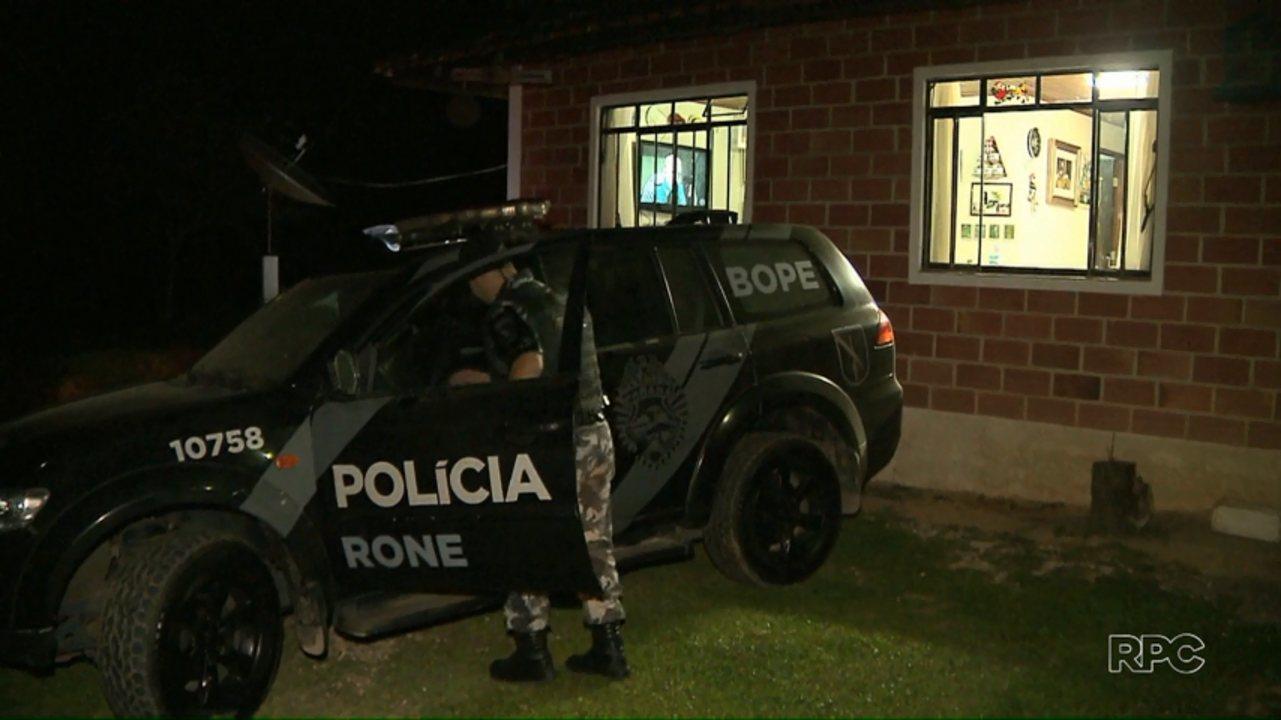 Polícia encontra esconderijo que pode ter sido usado pelos assaltantes de carros-fortes