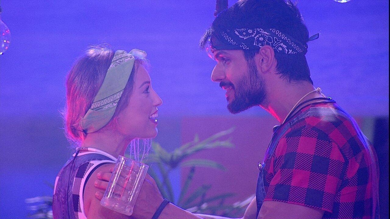 Jéssica reclama de Diego com Lucas: 'Toda vez que a gente se olha, ele vem falar contigo'
