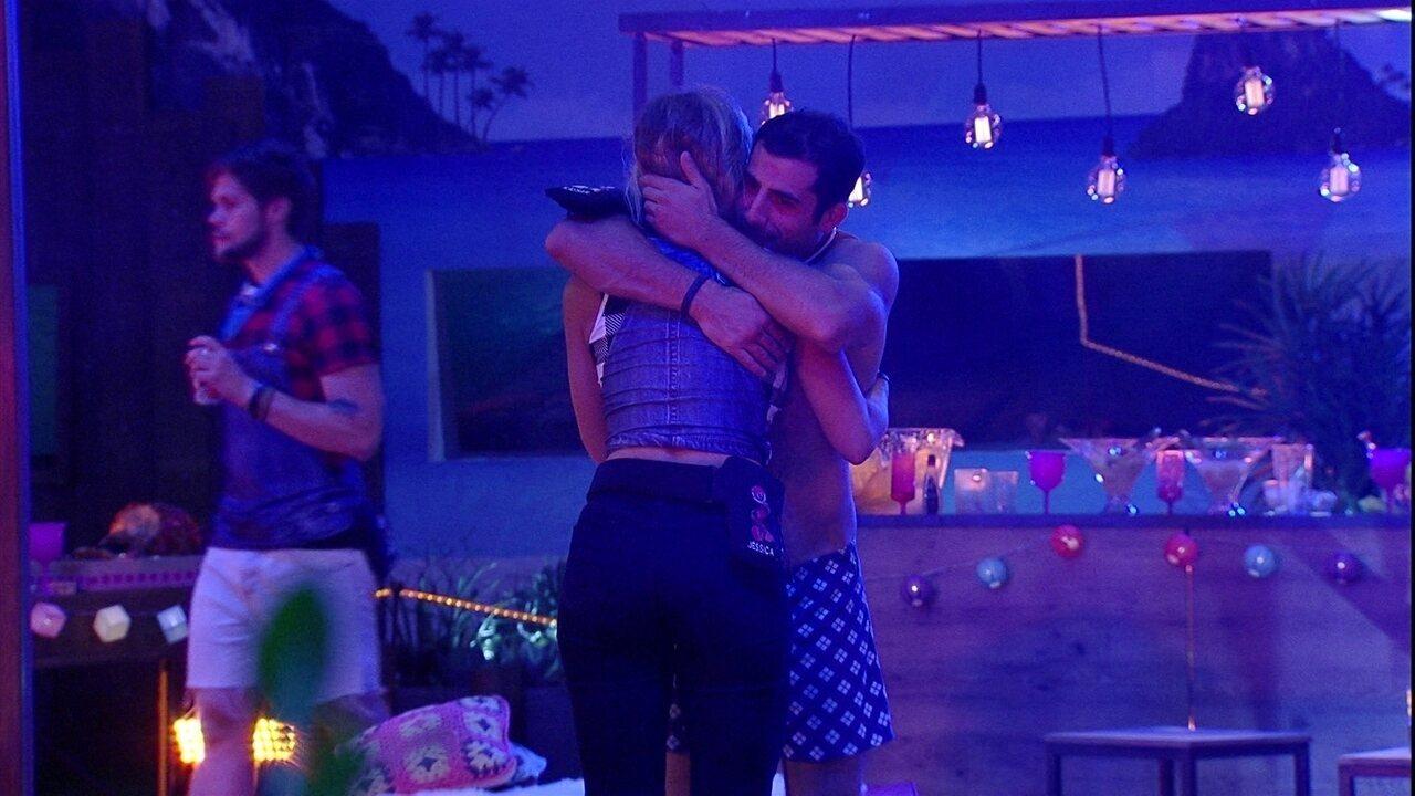 Jéssica conta para Kaysar: 'Estou dançando com o Breno e Ana Clara está com ciúme'