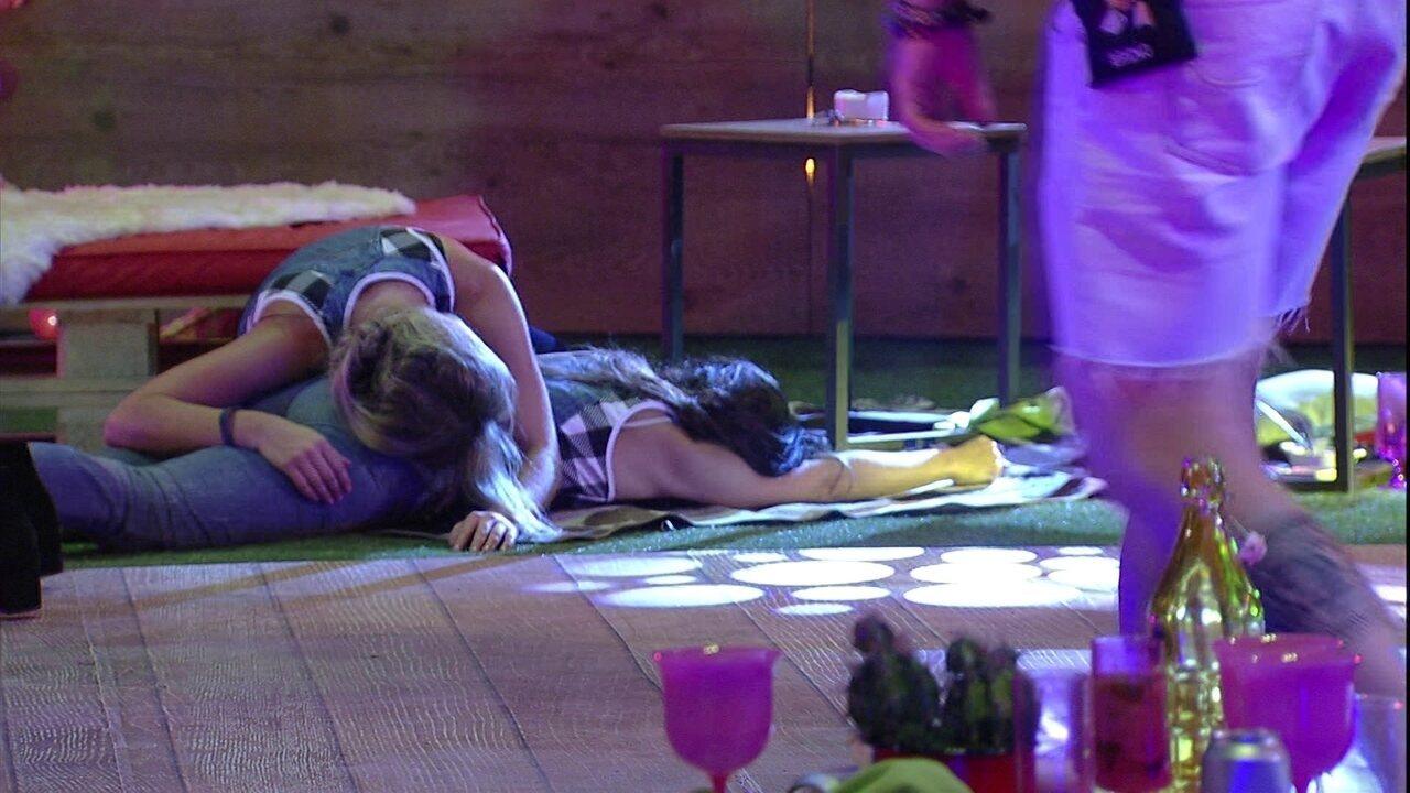 Jéssica e Paula se jogam no chão com dança de Kaysar e Breno: 'Que tiro foi esse'