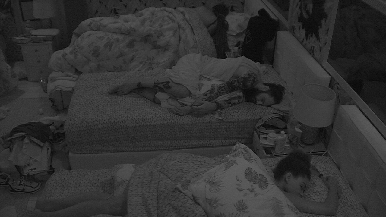 Todos dormem após Festa Femineja no BBB
