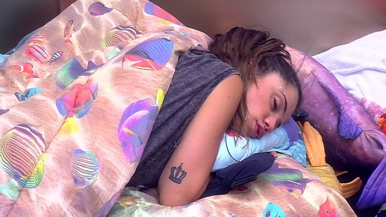 Paula dorme no Quarto Submarino
