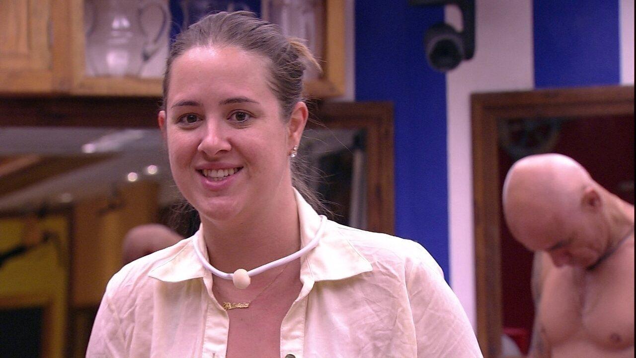 Patrícia canta música de Naiara Azevedo