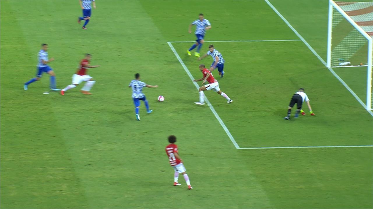 Pottker tem mais liberdade de atuação em 2018; no 3º gol do Inter, atacante surge pelo centro para marcar