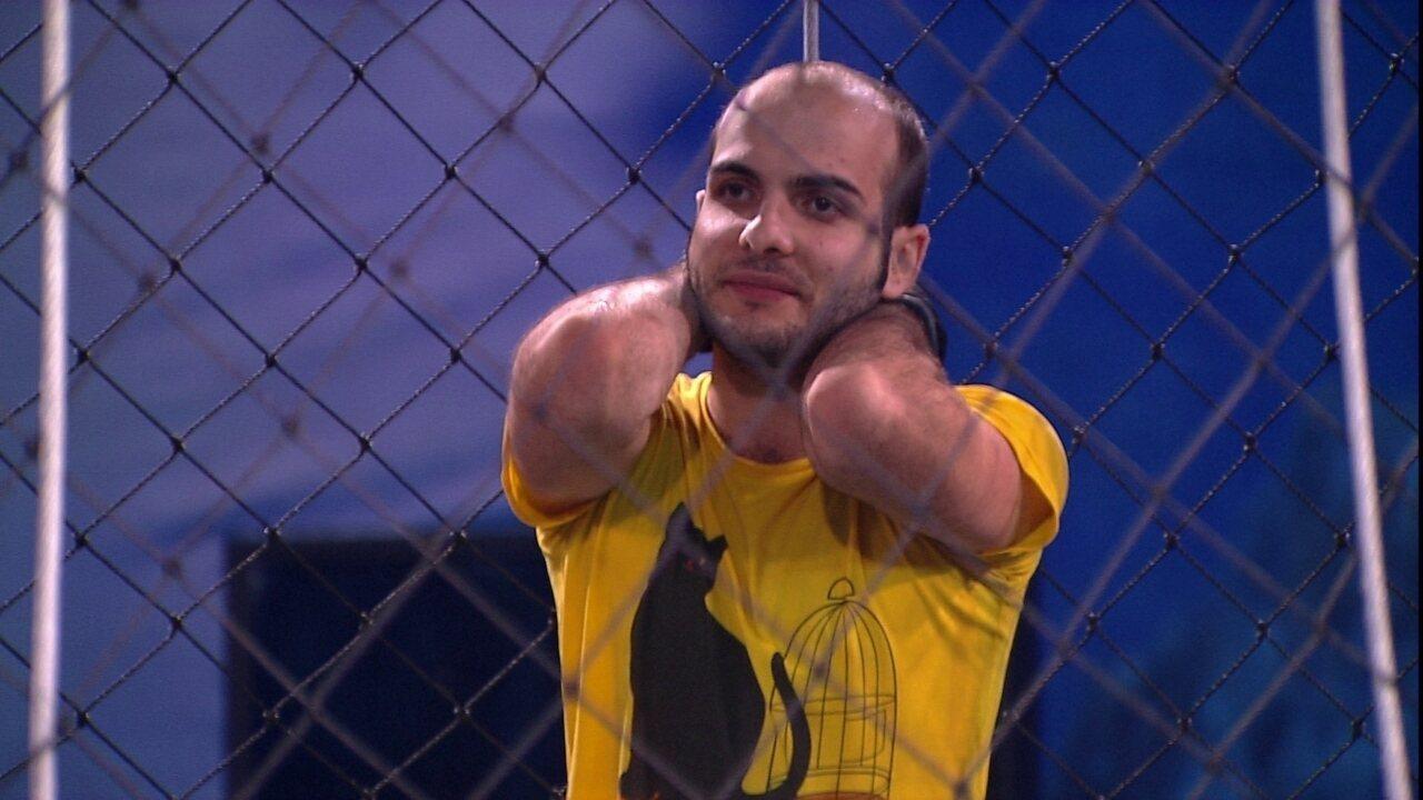 Mahmoud pergunta para Breno: 'Como foi a sua primeira vez?'