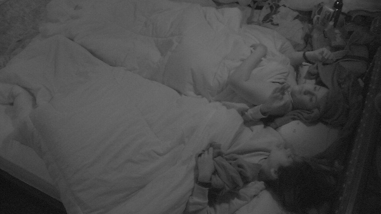 Ana Paula sugere para Patrícia: 'Vamos lá para abraçar ele'