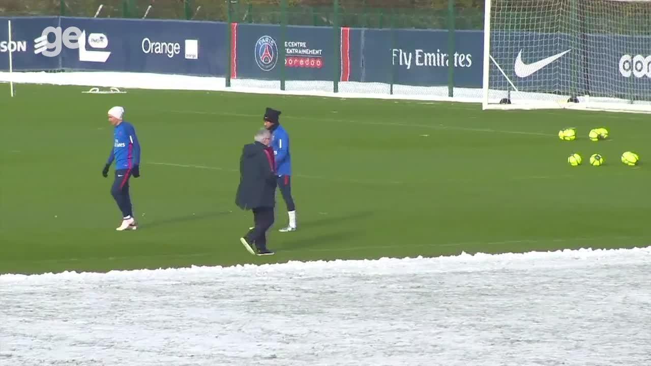 Em meio a neve, Neymar treina com o PSG antes de pegar o Toulouse