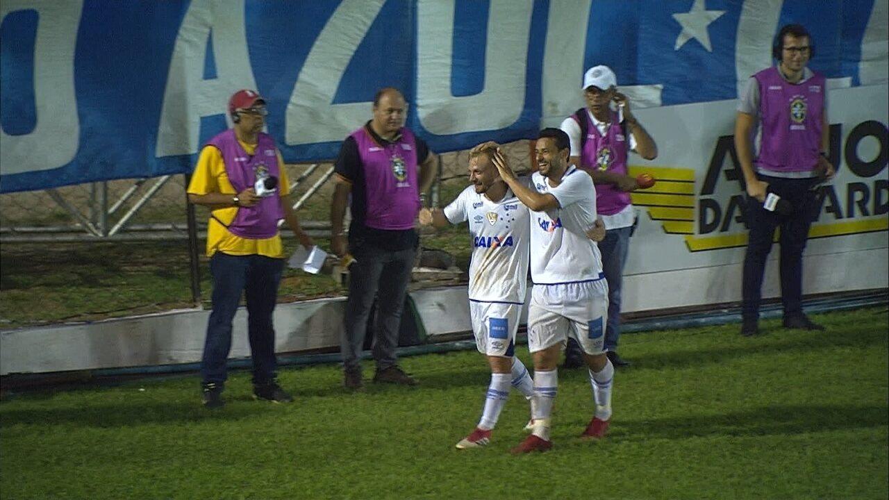 Gol do Cruzeiro! Marcelo Hermes invade a área e chuta no ângulo do goleiro para ampliar