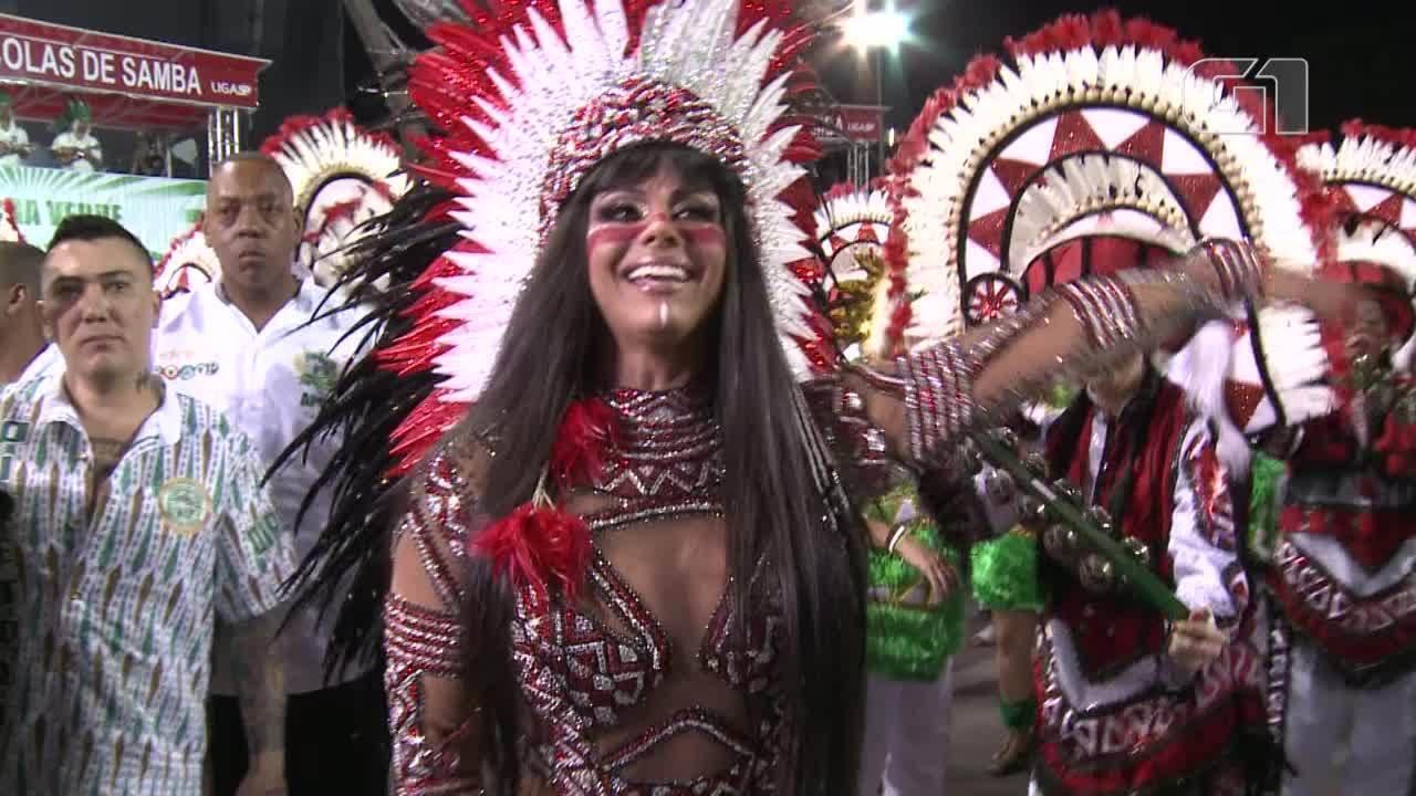 Viviane Araújo é a rainha de bateria da Mancha Verde em 2018