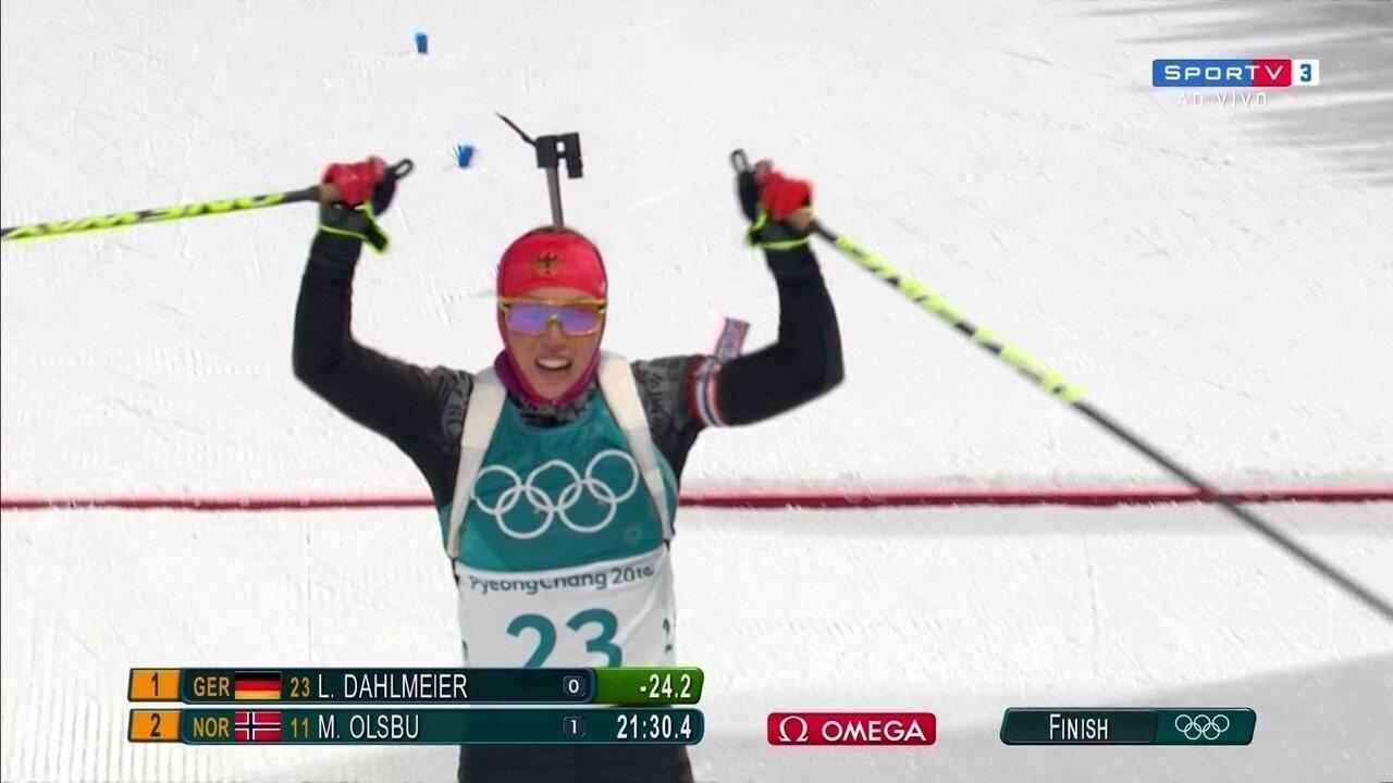 Laura Dahlmeier conquista o primeiro ouro olímpico na prova de biatlo sprint de 7,5 Km