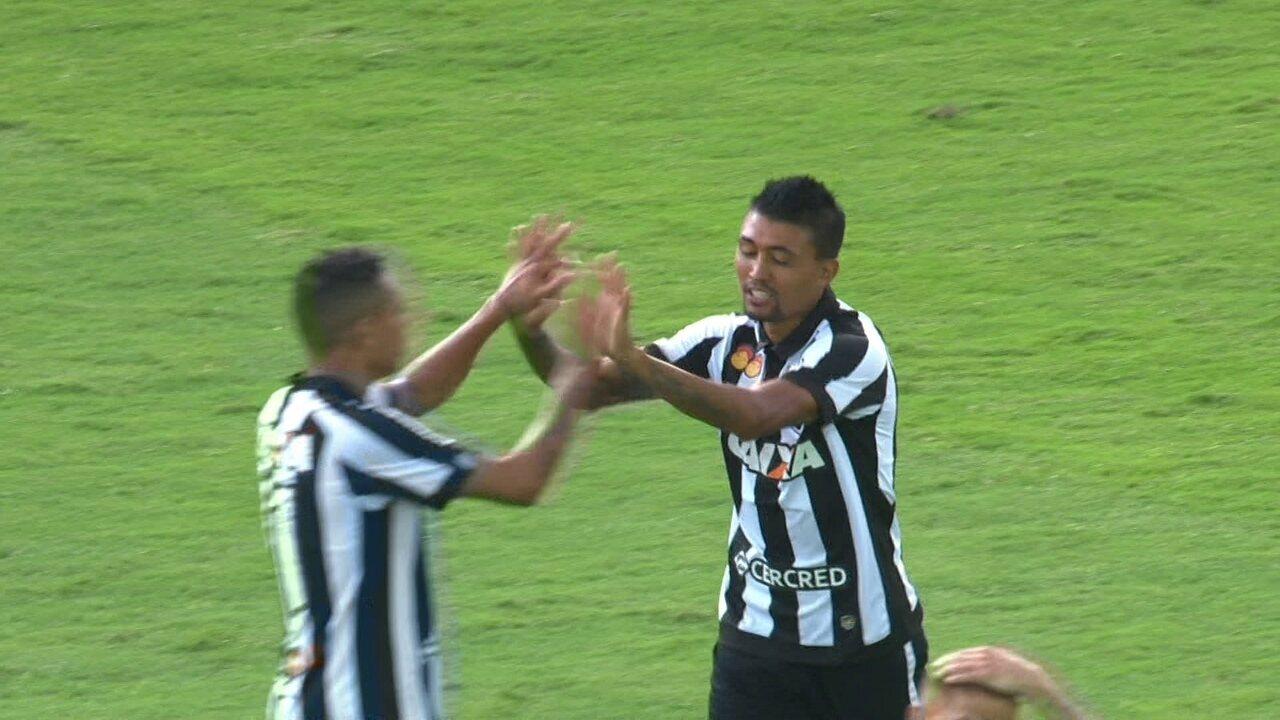 Gol do Botafogo! Em contra-ataque, Kieza chuta forte e diminui aos 23 do 2º tempo