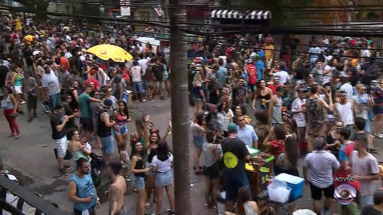 Porto Alegre tem carnaval no bairro Cidade Baixa