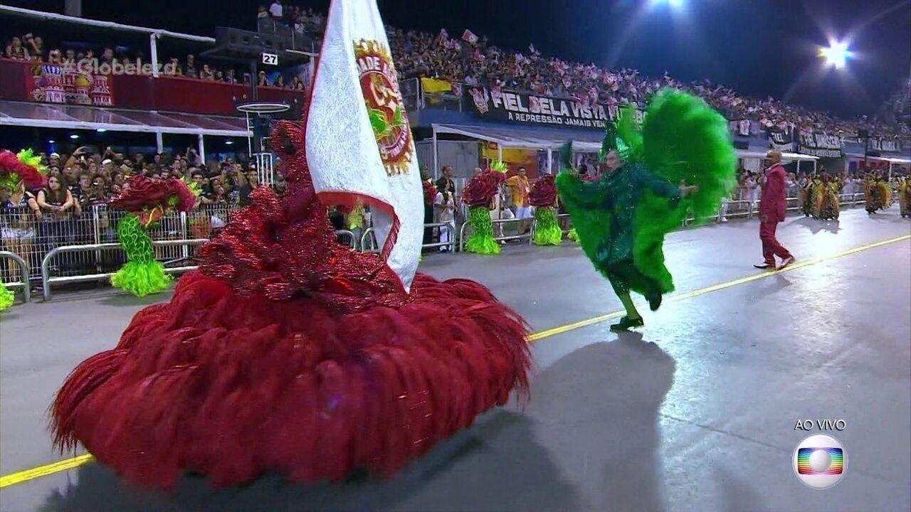 Emerson e Karina formam a dupla de mestre-sala e porta-bandeira da Mocidade Alegre