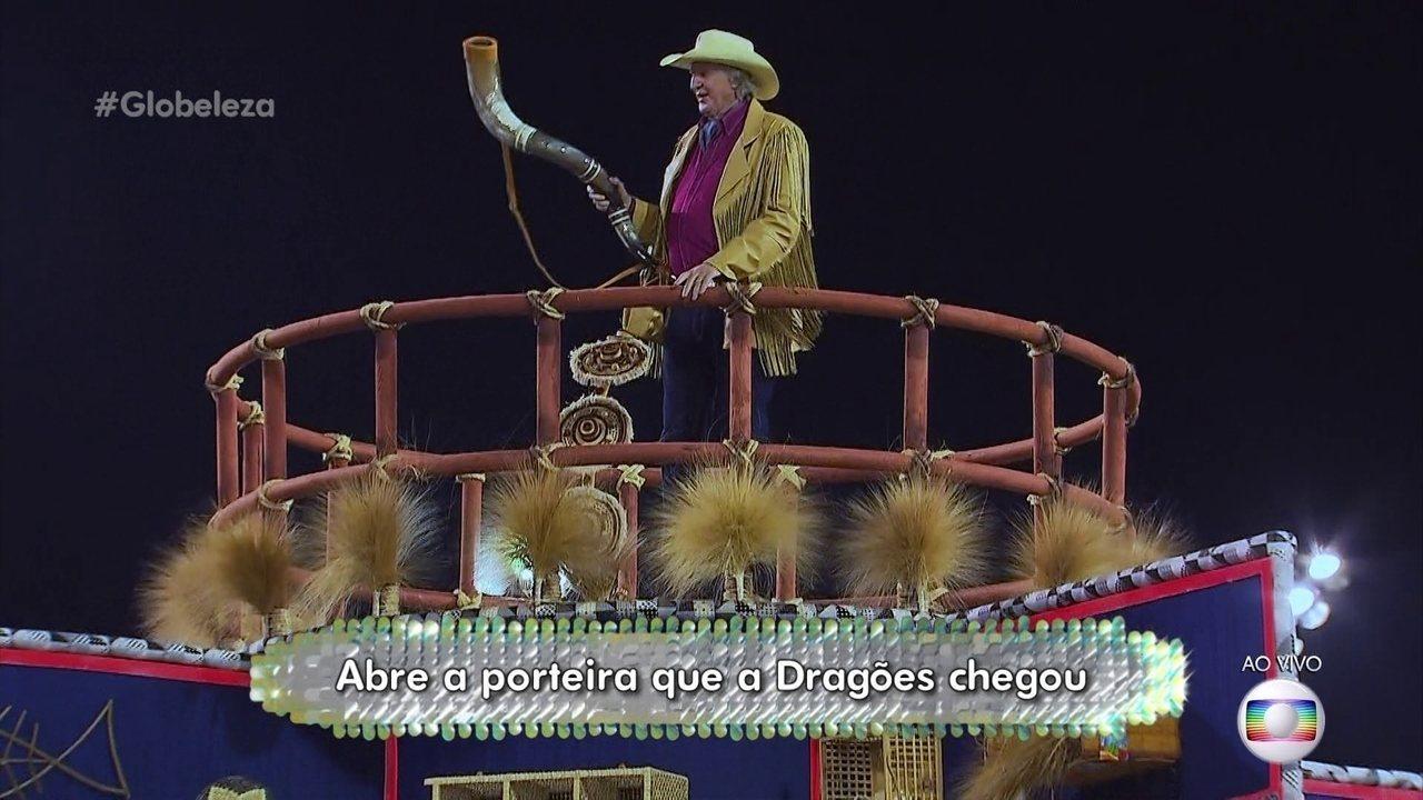 Samba da Dragões da Real enaltece a música caipira de raiz