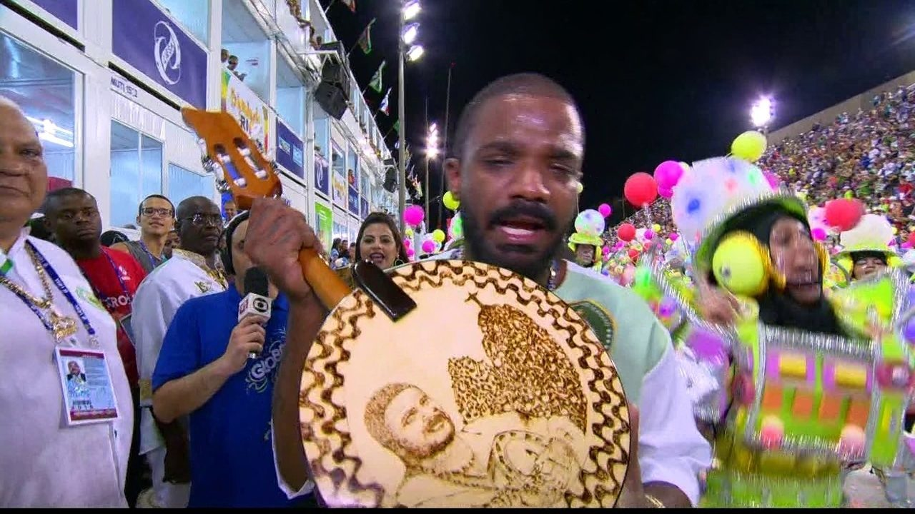 Arlindinho homenageia o pai em desfile do Império Serrano