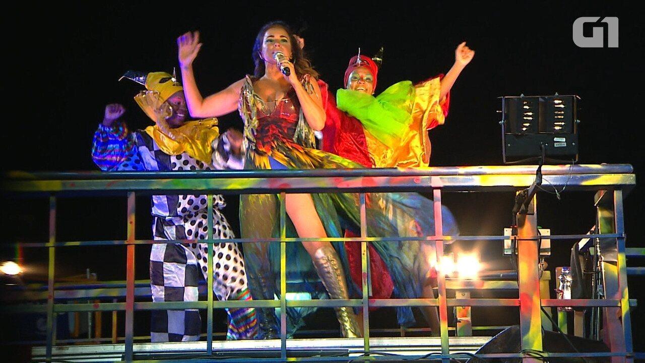 Daniela Mercury canta sucesso de Dona Onete no carnaval de Salvador