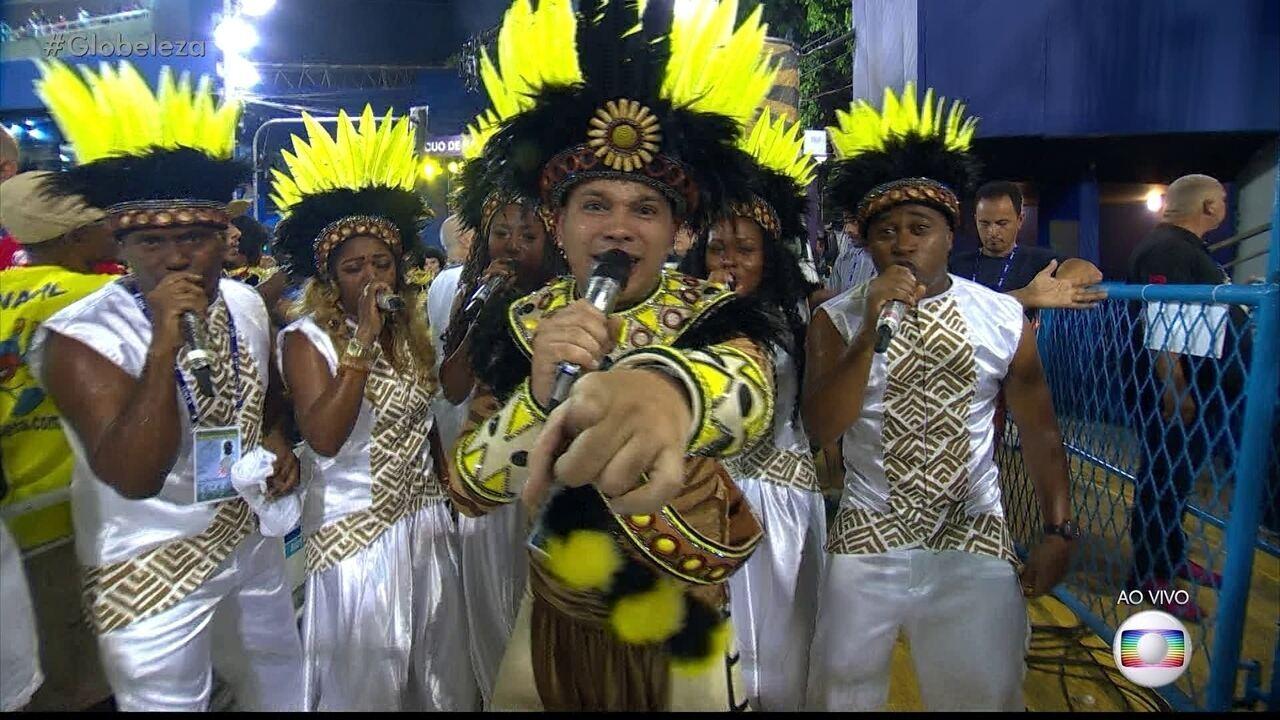 Leozinho Nunes canta o samba da São Clemente
