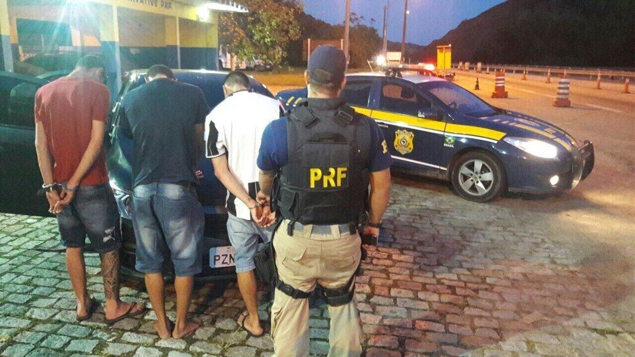 Fugitivos de cadeia na Bahia são presos pela Polícia Rodoviária na BR-101, no RJ
