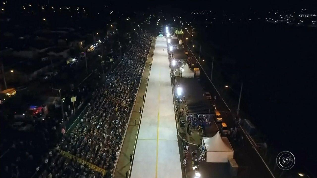 Cartola e Tradição da Bela Vista desfilam no 1º dia do carnaval no Sambódromo de Bauru
