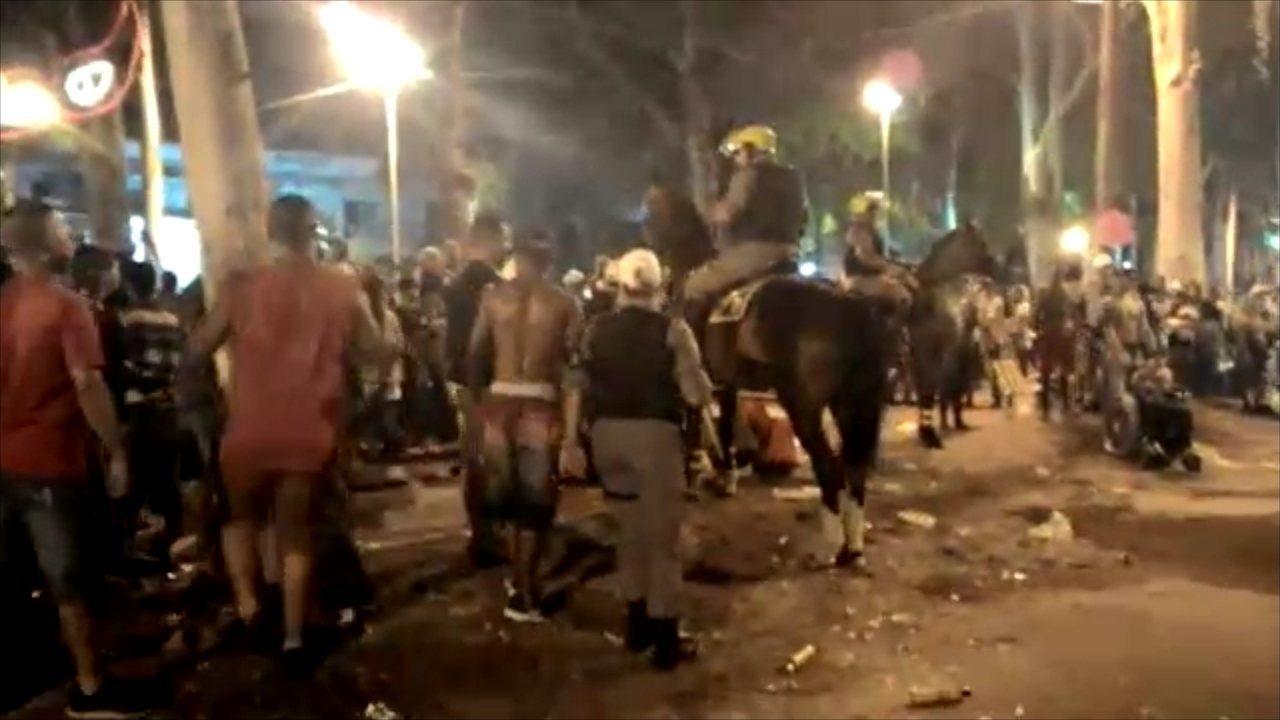 Tiros causam tumulto e deixam feridos no carnaval da praia do Cassino, RS